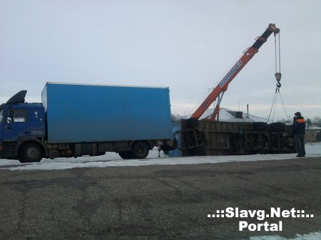 У грузовика MAN перевернулся прицеп